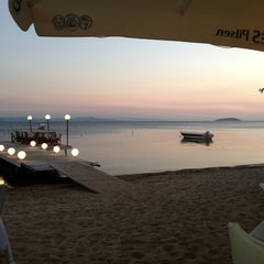 Photo taken at Pinar Otel beach club by Cihan Ş. on 7/5/2013