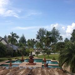 Photo taken at Le Méridien Khao Lak Beach & Spa Resort by Markus R. on 11/8/2013