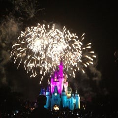 Photo taken at Wishes Nighttime Spectacular by Jesslyn on 7/9/2013
