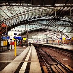 Photo taken at Berlin Hauptbahnhof by Andrés Z. on 2/14/2013