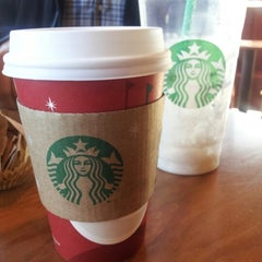 Photo taken at Starbucks by Nuii O. on 11/11/2012