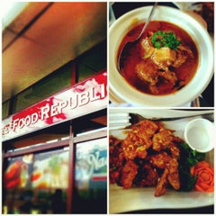 Photo taken at Singapore Food Republic by Christian F. on 2/13/2013