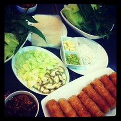 Photo taken at วีที แหนมเนือง (VT Nam Nueng) by ่kanuengnit on 9/19/2012
