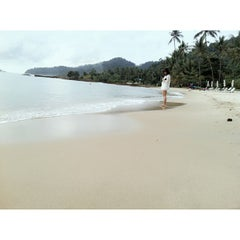 Photo taken at หาดใบลาน (Bailan Beach) by OIIL on 8/28/2013