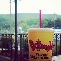Photo taken at Bojangles' Famous Chicken 'n Biscuits by Lindsey on 5/11/2013