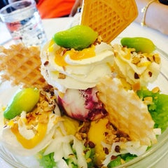 Photo taken at Swensens (สเวนเซ่นส์) by ANONGNART C. on 3/9/2014