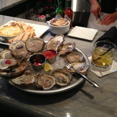 Photo taken at Pearlz Oyster Bar by Matthew on 9/5/2013