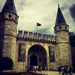 Photo taken at Topkapı Sarayı by Vugar G. on 7/31/2013