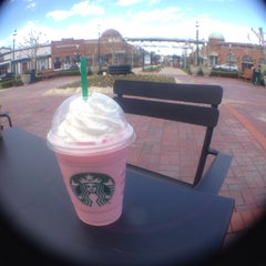 Photo taken at Starbucks by Argielyn G. on 4/20/2015