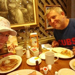 Photo taken at Cracker Barrel Old Country Store by Tammy F. on 8/20/2014