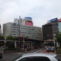 Photo taken at 横浜駅西口 バスターミナル by Leon Tsunehiro Yu-Tsu T. on 4/14/2013