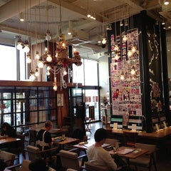 Photo taken at カフェ ゼノン (CAFE ZENON) by Leon Tsunehiro Yu-Tsu T. on 10/21/2012