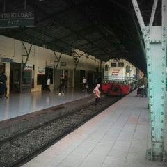 Photo taken at Stasiun Surabaya Gubeng by hari s. on 9/26/2012