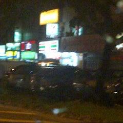 Photo taken at 7-Eleven Tmn Sri Manja by Azman A. on 10/30/2012