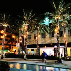 Photo taken at Lincoln Road Mall by Felipe G. on 12/14/2012