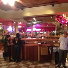 Photo taken at Red Robin Gourmet Burgers by WineWalkabout with Kiwi and Koala on 10/7/2012