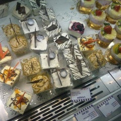 Photo taken at Rawan Cake   روان كيك by Hamzeh Q. on 12/24/2012