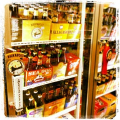 Photo taken at Downtown Wine & Spirits by Christopher on 1/24/2013