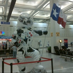 Photo taken at George Bush Intercontinental Airport (IAH) by Aiante C. on 6/29/2013