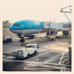 Photo taken at Gate E20 by Willian M. on 9/20/2012