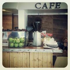 Photo taken at Telegraphe Café by MoRiza on 5/30/2013