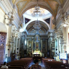 Photo taken at Basílica Colegiata de Nuestra Señora de Guanajuato by Raul Octavio on 12/5/2012