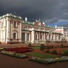 Photo taken at Kadrioru Loss | Kadriorg Palace by Maria R. on 9/30/2012