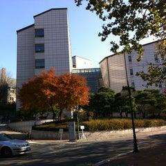 Photo taken at 이화여자대학교 포스코관 (Ewha Womans University POSCO Building) by Jaey on 12/1/2012