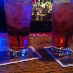Photo taken at Bottoms Up Bar & Grill by Jasmine C. on 5/9/2014