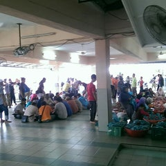 Photo taken at Masjid Nurul Hidayah by Hrz A. on 9/24/2015
