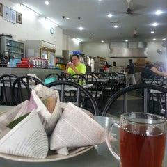 Photo taken at Restoran Al-Shafar Corner by mohd aqmal n. on 4/8/2013