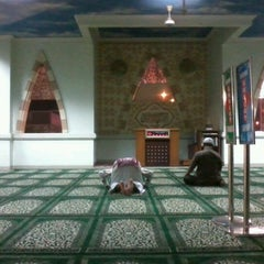 Photo taken at Masjid At-Taubah by Ichdinal H. on 12/1/2012