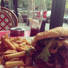 Photo taken at Loulou' Friendly Diner by Er O. on 9/16/2013