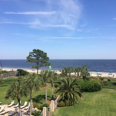 Photo taken at Beach Club Hotel Saint Simons Island by Benjamin R. on 5/7/2014
