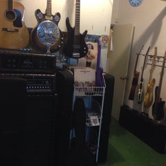Photo taken at Jano y Neto Guitar Shop by Aloncho on 11/1/2013