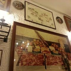Photo taken at Taberna Toscana by Vanesa S. on 3/28/2014