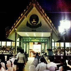 Photo taken at วัดเทพศิรินทราวาส ราชวรวิหาร (Wat Debsirin) by Drac A. on 1/12/2013