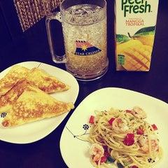 Photo taken at Zeze's Kitchen by Z Z. on 11/18/2012