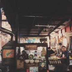 Photo taken at ร้านสามแม่ครัว (เตาฟืน) by Wasinon R. on 5/24/2015
