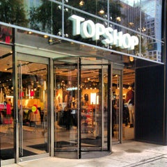 Photo taken at Topshop by Keilon L. on 10/19/2012
