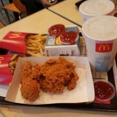 Photo taken at McDonald's by Hui Li L. on 11/22/2012