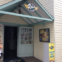 Photo taken at Road Burger by Jairo on 11/17/2012