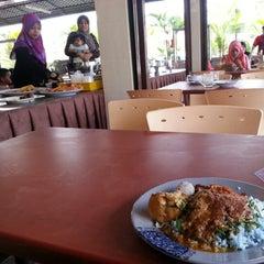 Photo taken at Restoran Hatinie by Abdul Razak S. on 2/10/2013