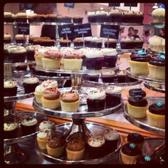 Photo taken at Georgetown Cupcake by Stephanie H. on 10/26/2012
