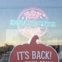 Photo taken at Krispy Kreme Doughnuts by Don R. on 9/23/2014