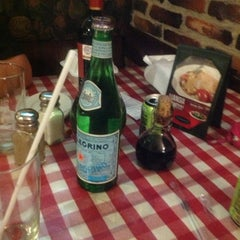 Photo taken at Italianni's Pasta, Pizza & Vino by Cindy D. on 2/4/2013