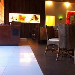 Photo taken at Pizza Hut by kartika m. on 6/7/2014
