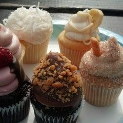 Photo taken at Elizabethan Desserts by Sarah J. on 2/2/2013