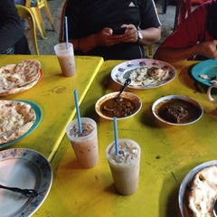 Photo taken at Kedai Roti Tempayan by Munirah D. on 4/24/2015