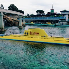Photo taken at Finding Nemo Submarine Voyage by Aaron I. on 7/13/2013